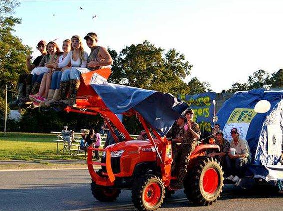 Pic 1 FFA Club in Homecoming Parade