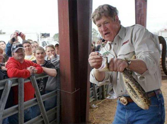 0202 Rattlesnake roundup