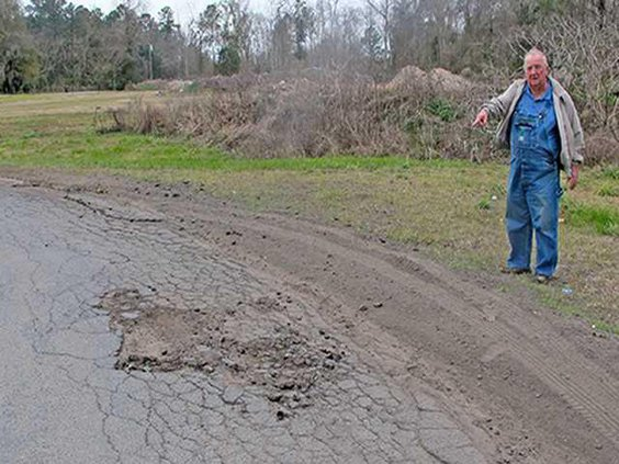 1- Pic 1 Ludowici Mayor points to damaged roads