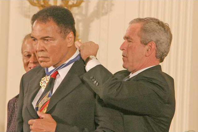 Ali gets Medal of Freedom