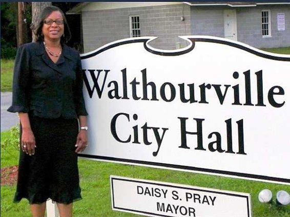 Walthourville Sign Mayor