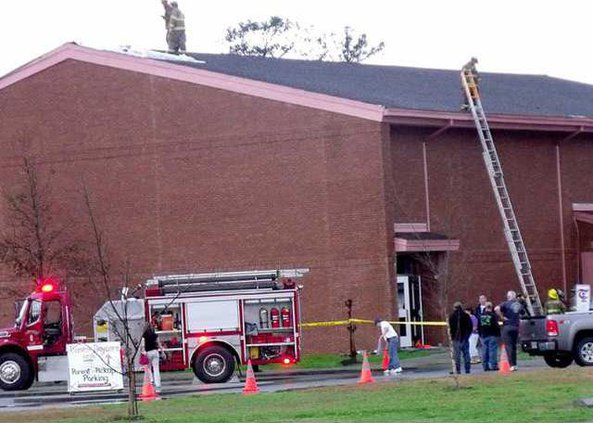 FFs fought a fire at a Long Co school gym Web