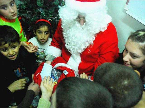 MILI santa and kids