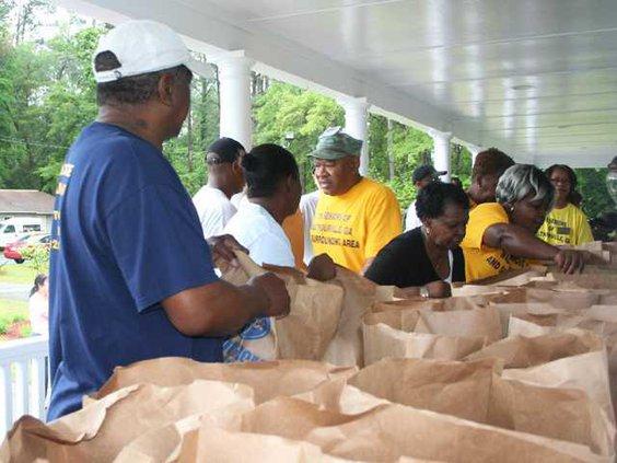 web 0413 Food pantry bags