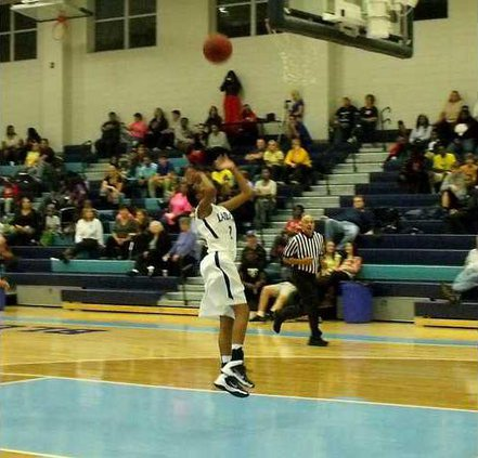 2 Tyronica Johnson lays up two of her 11 points against Tatt Co