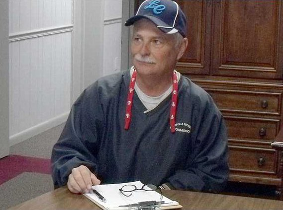 4--Sun 11-24 paper--New Long Co Rec Dept Director Speaks to Commissioners Dwight Gordon on left