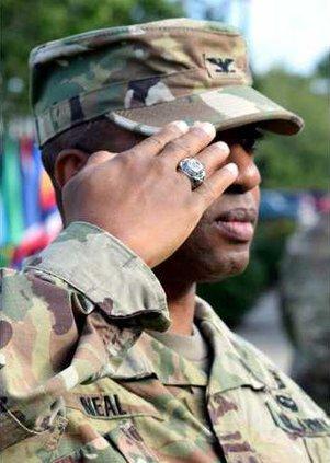 Commander salute