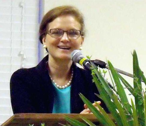 SCORE President Marjorie Young spoke before the Long Co Chamber of Commerce last Tues.