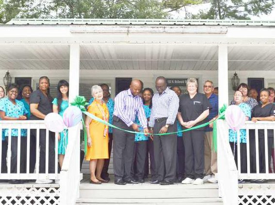 Sun 9-22--New Dr Office Opens in Ludowici