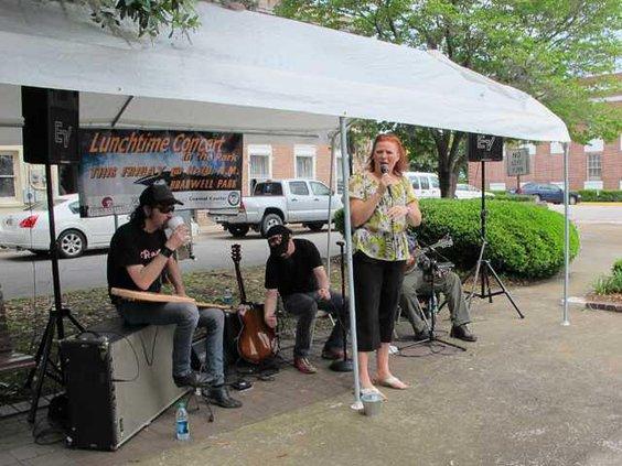 web 0424 Concert in park