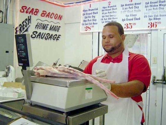 0909 DeLeon at the counter