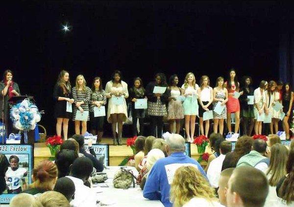 6 for Fri 12-27 Cheerleaders Get Awards at Banquet