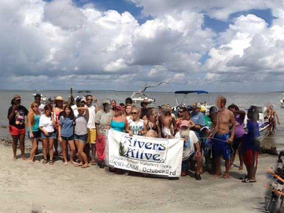 1007 Beach cleanup