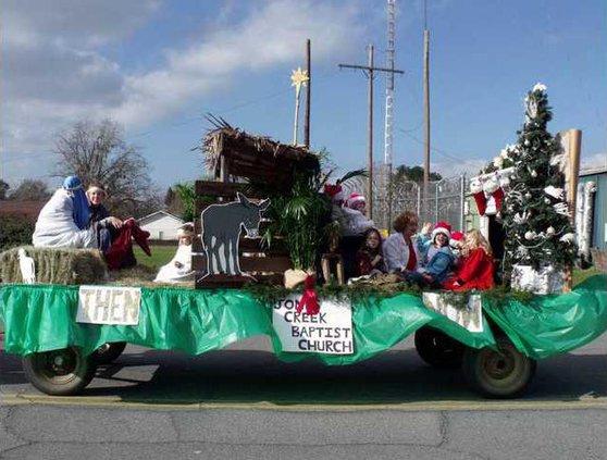 1211 Long X-mas parade 2