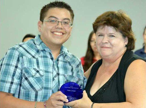 Felix Linzan receives the Outstanding Youth Volunteer Award