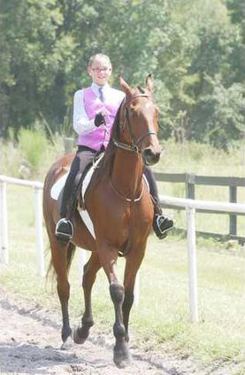 Lilly Darsy riding Storm on the Rise