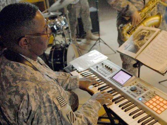 0404 Soldier musician