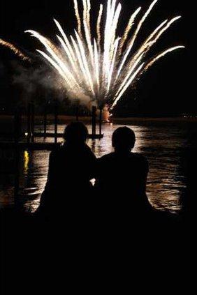 BoatParade-FireworksCouple