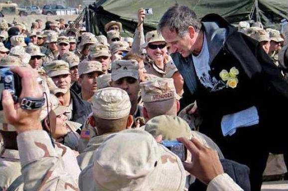 robin williams with troops