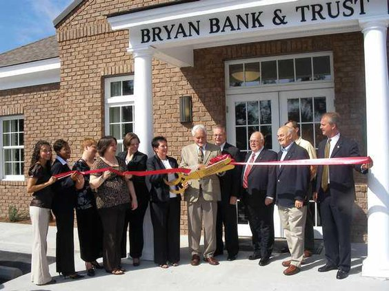 bryan-bank-ribboncutting