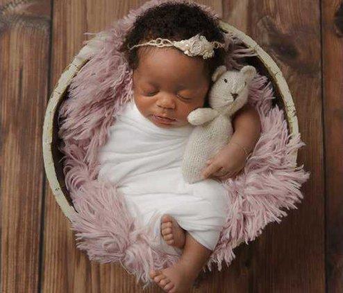 Baby R. 18 days new. Photography by Megan Myrick Photography.