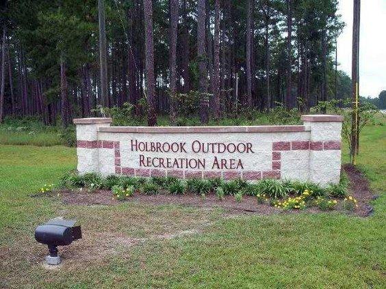 Holbrook Pond entrance sign