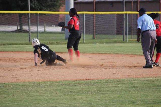RH softball 1014 009
