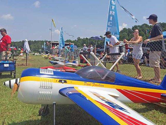 Model plane show