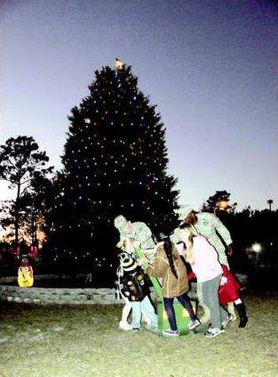 1204 Tree Lighting 1