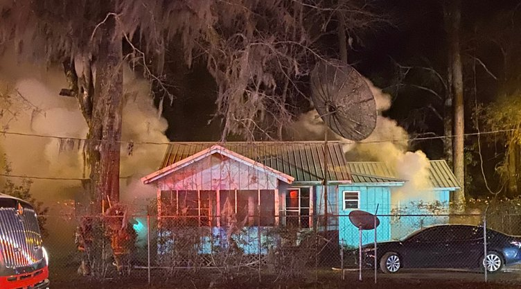 Midway fire displaces two