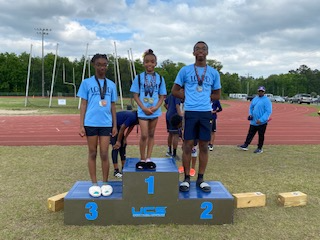 Ashley, Alexia and Juell Gilroy 100 and 200